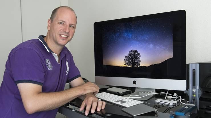 Der Fotograf Markus Eichenberger macht Timelaps-Aufnahmen und 360-Grad-Panoramen mit mit Fisheye-Objektiv an Fullframe-DSLR und Nodalpunkt-Adapter (Panoramakopf).