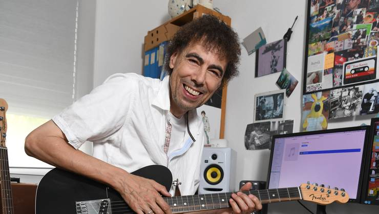 Musiker George Hennig in seinem Studio. Er tritt noch lange nicht kürzer.