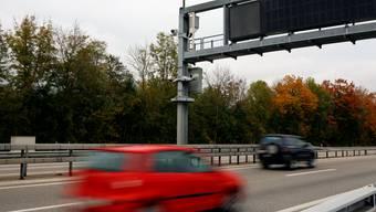 Ein Fahrer auf der Autobahn hatte es besonders eilig. (Symbolbild)