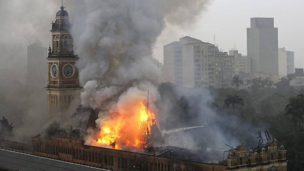 Der Brand hat das historische Gebäude weitgehend zerstört.
