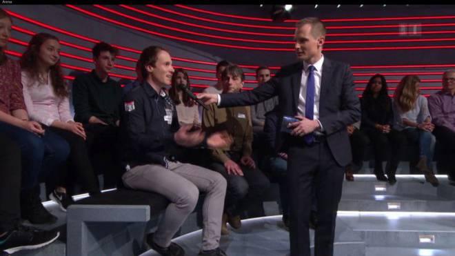 Neu dürfen Zuschauer mitreden: «Arena»-Moderator Jonas Projer.  SRF/Screenshot