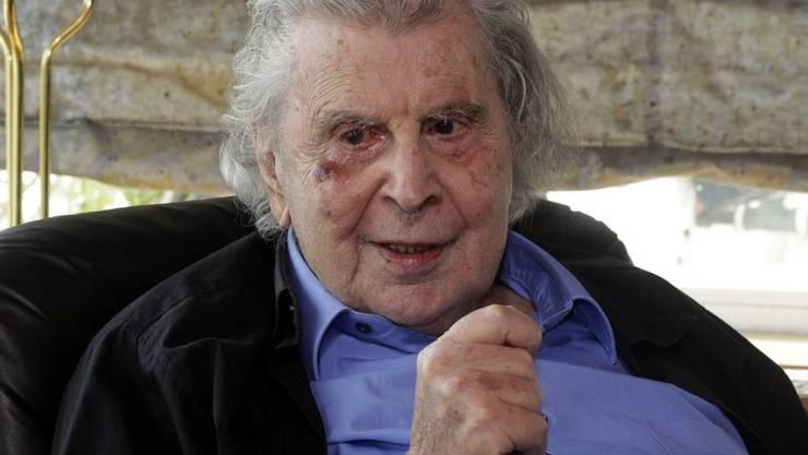 Der Komponist und politische Aktivist Mikis Theodorakis ist nach einem Herzanfall auf dem Weg der Besserung. (Archivbild)