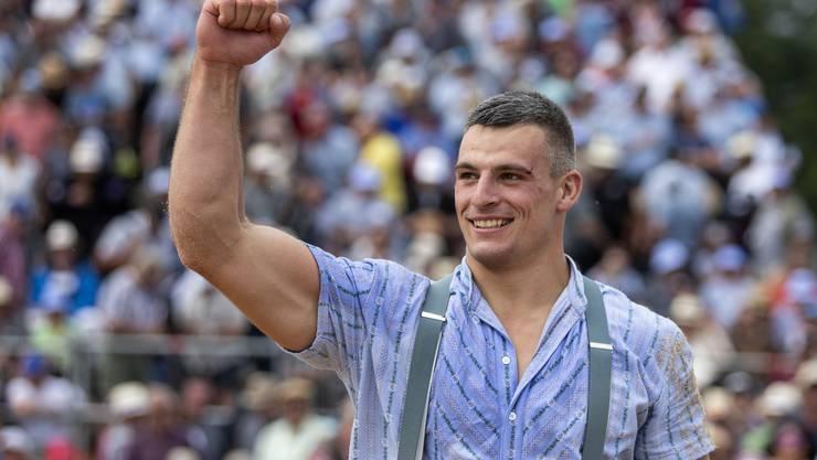 Samuel Giger jubelt nach seinem Sieg beim Weissenstein Schwinget 2019.