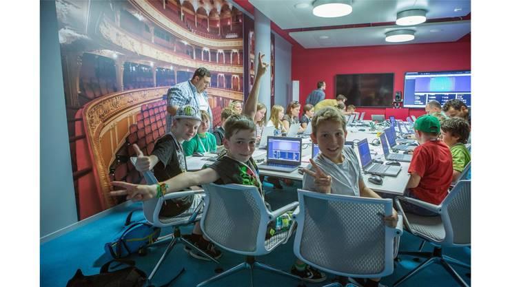 170 Schüler sind begeistert vom Besuch bei Google in Zürich.