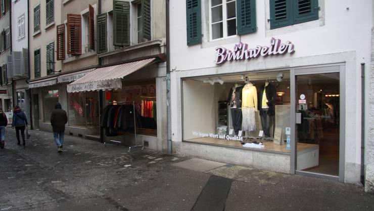 Brühweiler Mode unterhält an der Schmiedengasse eine einzige Geschäftsfläche, die sich über vier Altstadthäuser erstreckt.
