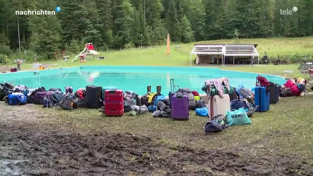 Evakuierte Jugendliche müssen ihr Sommerlager abbrechen