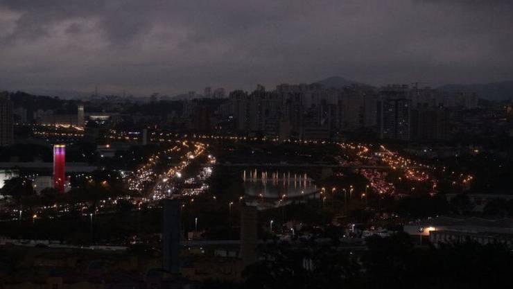 Der Rauch färbt den Himmel dunkel: São Paulo um 15 Uhr Ortszeit.