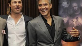 Brad Pitt (l) und George Clooney setzen sich schon lange für die Rechte von Homosexuellen ein (Archiv)