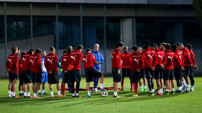 Ein gespaltenes Team – und Vladimir Petkovic mittendrin: Es gibt einige Hinweise darauf, dass die Schweizer Fussball-Nationalmannschaft keine Einheit mehr ist. Foto: EQ-IMAGES