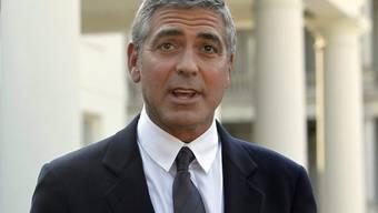 George Clooney spricht vor dem Weissen Haus zu Reportern