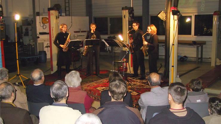 Konzert in der Autogarage: Der Verein «Kul'tour» organisiert seit 15 Jahren kulturelle Anlässe im speziellen Rahmen. zvg