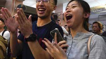 Grund zum Feiern: junge Anhänger der Demokratie-Bewegung in Hongkong.