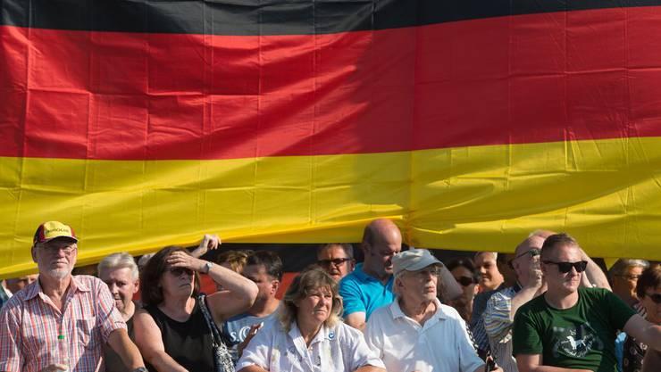 Anlässlich Merkels Besuch in Dresden liefen Mitte August Demonstranten in der Stadt auf.