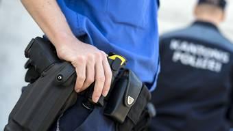 Die Polizei nahm drei Männer fest, die unter dringendem Verdacht stehen, einen Einbruch begangen zu haben. (Symbolbild)
