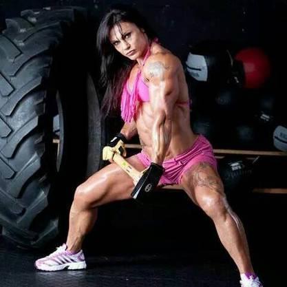 Für die Muskeln trainiert sie zwei bis fünf Stunden pro Tag.