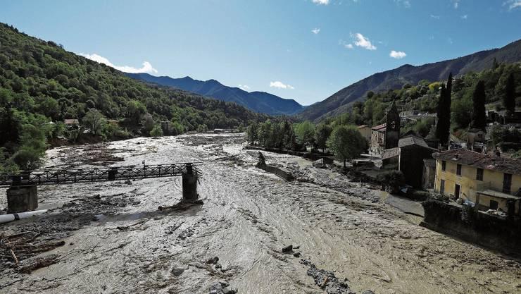 Zusammengebrochene Brücke über der Vésubie: Regenfälle in Südfrankreich und Italien richteten enorme Verwüstungen an.