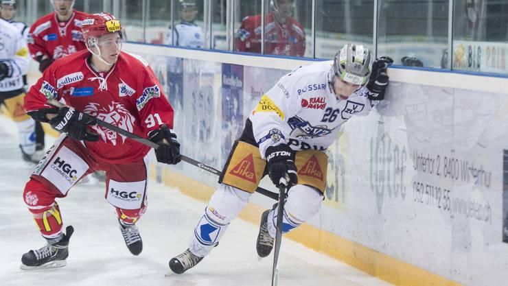 Luca Homberger (links) verstärkt den EHC Olten vorläufig bis Saisonende.