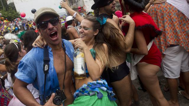 Wildes Treiben in Rios Strassen