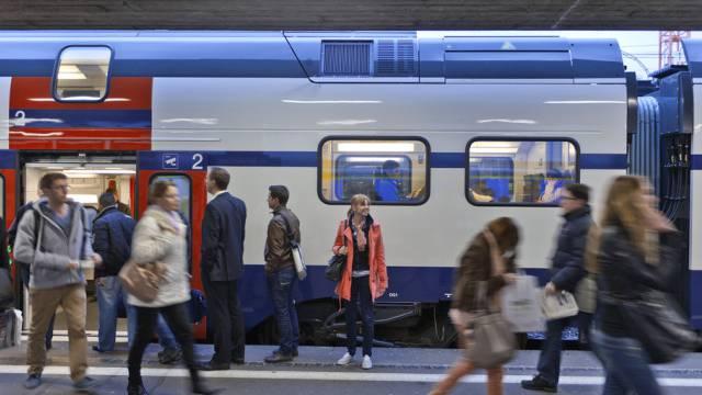 Der Bahnverkerhr zwischen Zürich Flughafen und Winterthur ist eingeschränkt. (Symbolbild)