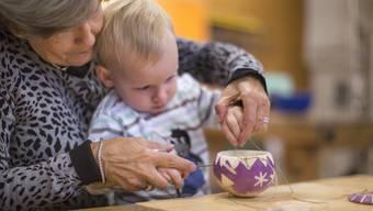 Grossmütter spielen in der Evolution des Menschen eine wichtige Rolle.
