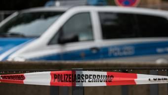 Die Polizei prüft Verbindungen zur Terrormiliz Islamischer Staat (IS).
