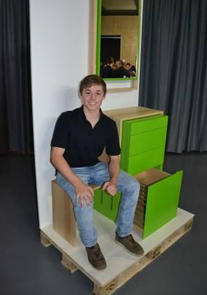 Sichtlich stolz sitzt Lars Probst bei der Publikumspräsentation auf seinem Flurmöbel