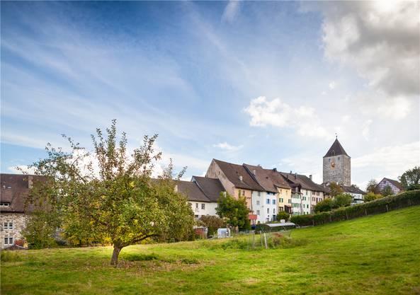 Kaiserstuhl zählt laut «Schweizer Illustrierter» zu den 50 schönsten Dörfern der Schweiz. Der Obere Turm (rechts) ...