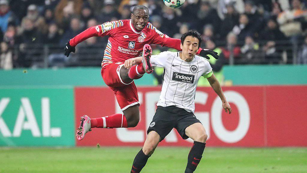 Mainz mit Anthony Ujah (links) blieb in Frankfurt ohne Chance.