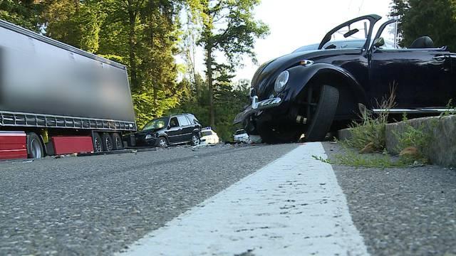 Seon/Lenzburg: Auffahrkollision zwischen mehreren Fahrzeugen fordert vier Verletzte