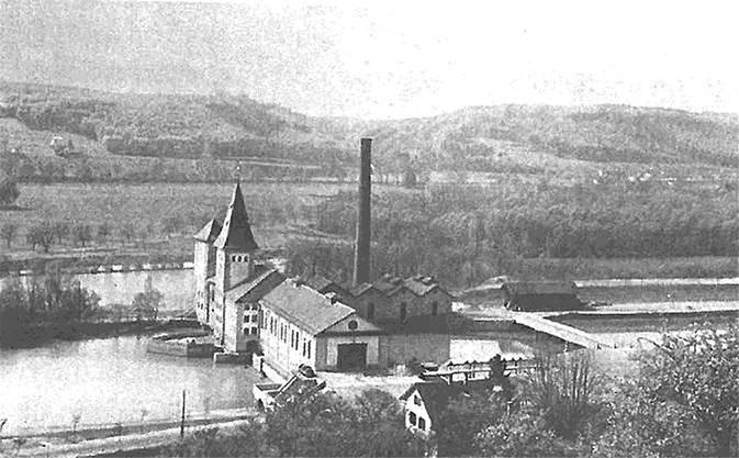 «Der Aarauer Stadtbach»: Zwei Türmli und ein Kamin nach der Erweiterung, um 1913.