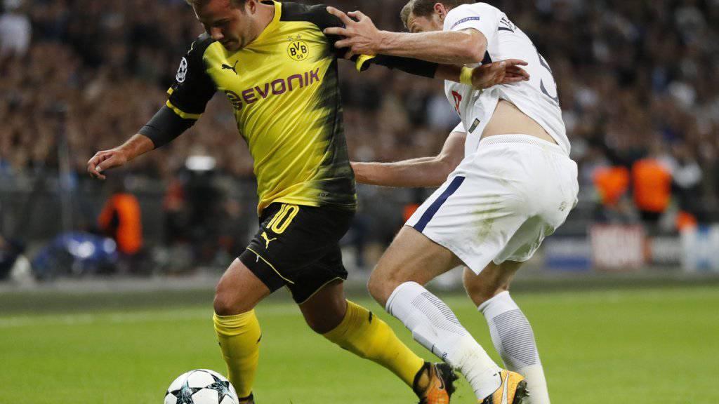 Mario Götze im Zweikampf mit Tottenhams Jan Vertonghen