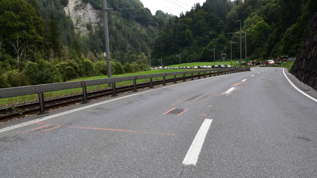 49-jähriger Töfffahrer bei Crash mit Lastwagen schwer verletzt