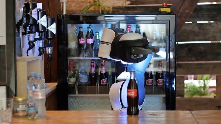 Mixen kann der Roboter nicht, aber er verschüttet nichts.