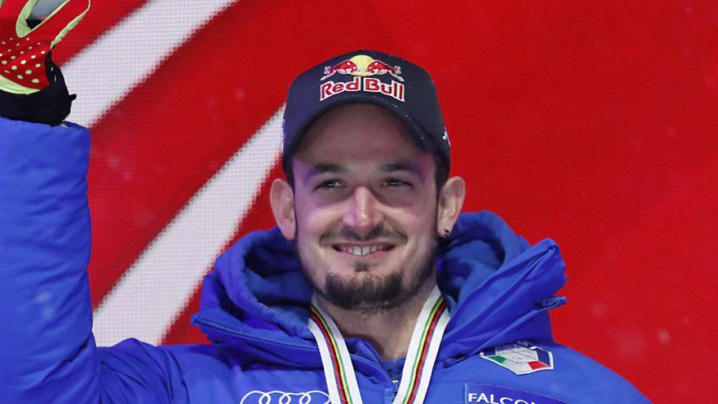 Dominik Paris posiert mit der Goldmedaille