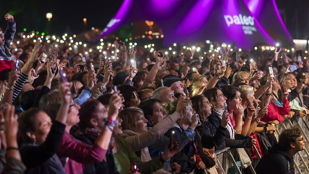 Eine solche Ambiance wird es am Paléo Festival in diesem Jahr nicht geben. Die Veranstalter planen eine kleinere, corona-gerechte Variante. Eine Umfrage hat ihnen Entscheidungsgrundlagen geliefert. Eine Test- und Impfpflicht hatte beim befragten Publikum einen schweren Stand. (Archivbild)