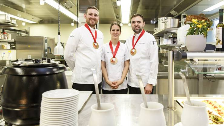 Sunnepark Grenchen. Das Kochteam gewann bei der Battle of Zagg den 3. Platz: von links: Mihaly Högye, Sara J. Horvath, Raphael Bieri