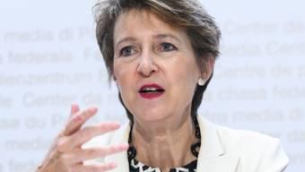 """Die Schweiz soll bis 2050 klimaneutral werden. """"Wir dürfen keine Zeit verlieren"""", sagte Umweltministerin Simonetta Sommaruga vor den Medien."""
