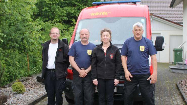 Die Besucher aus Ungarn tauschten sich mit Fricktaler Feuerwehrleuten aus. zvg