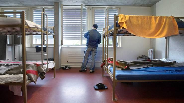 Das Empfangszentrum Bässlergut in Basel wird mit der neuen Asylstrategie nicht mehr ausreichen. Keystone