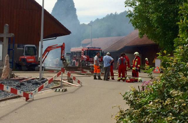 Beim Brand bei einer Liegenschaft ist am Samstagnachmittag in Leuggern AG grosser Sachschaden entstanden.