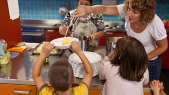 Die Betreuung in Krippen soll für Eltern im Kanton Zürich günstiger werden.