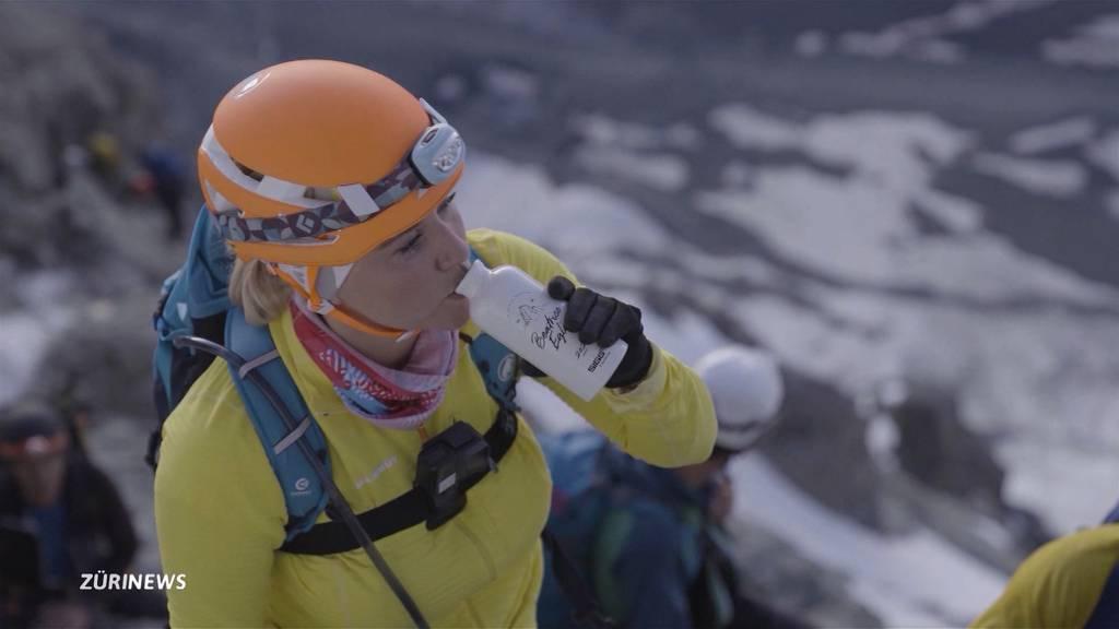 Mutiger Aufstieg: Schlagersängerin Beatrice Egli grüsst vom Matterhorn