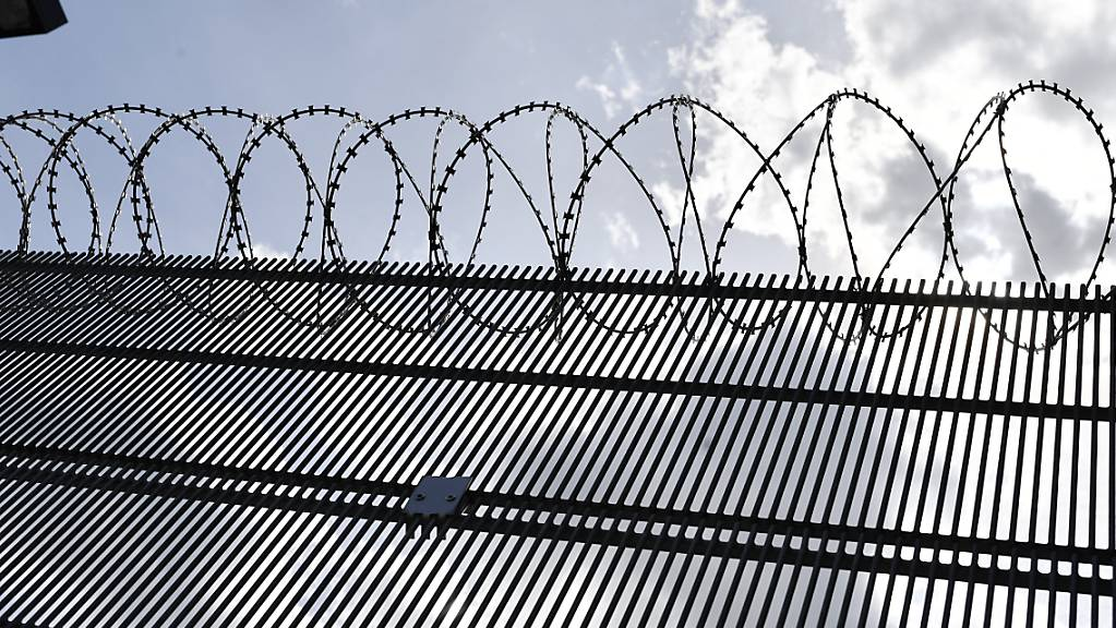 Der Angeklagte im Doppelmord von Hausen AG befindet sich im vorzeitigen Strafvollzug. Der Kosovare soll gemäss Anklage seine Ehefrau und deren Schwester erstochen haben. (Symbolbild)