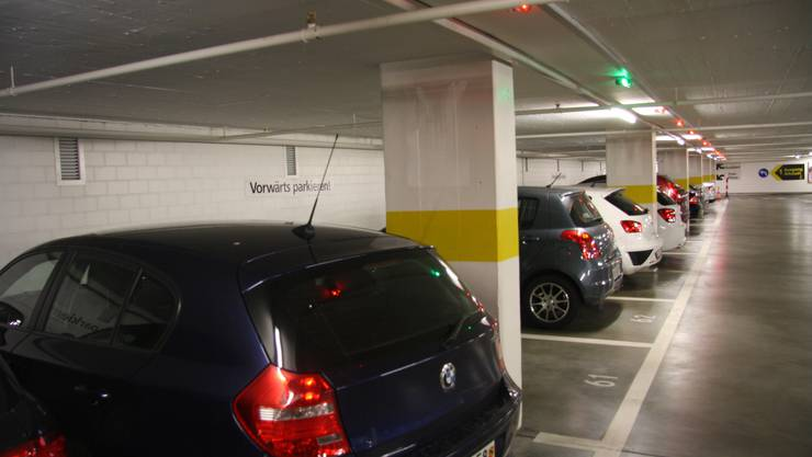 Auf einen Blick ist erkennbar, wo es freie Parkplätze gibt