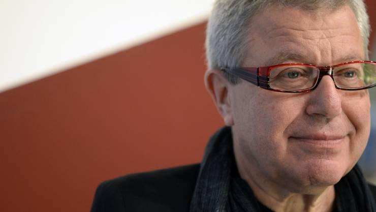 """Architekt Daniel Libeskind posiert im Oktober 2014 in der Ausstellung """"Architektur 14"""" in der Zürcher Maag Halle am Freitag. 2018 wird er mit dem Brückepreis ausgezeichnet. (Archiv)"""