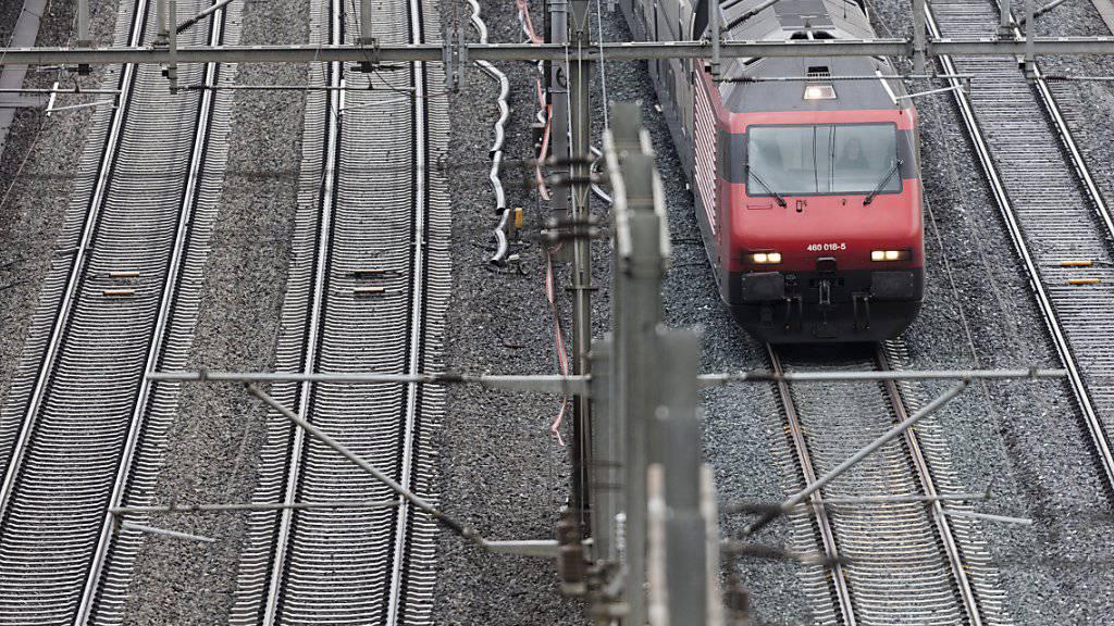 Im Nationalrat war umstritten, wie viel Geld der regionale Personenverkehr in den nächsten Jahren erhalten soll. Im Bild eine S-Bahn unterwegs zwischen Olten und Aarau.