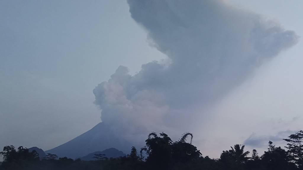 Indonesischer Vulkan spuckt Asche sechs Kilometer hoch