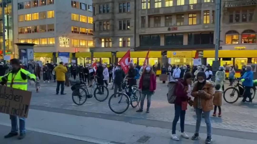 Gesundheitsmarsch vor dem Rathaus