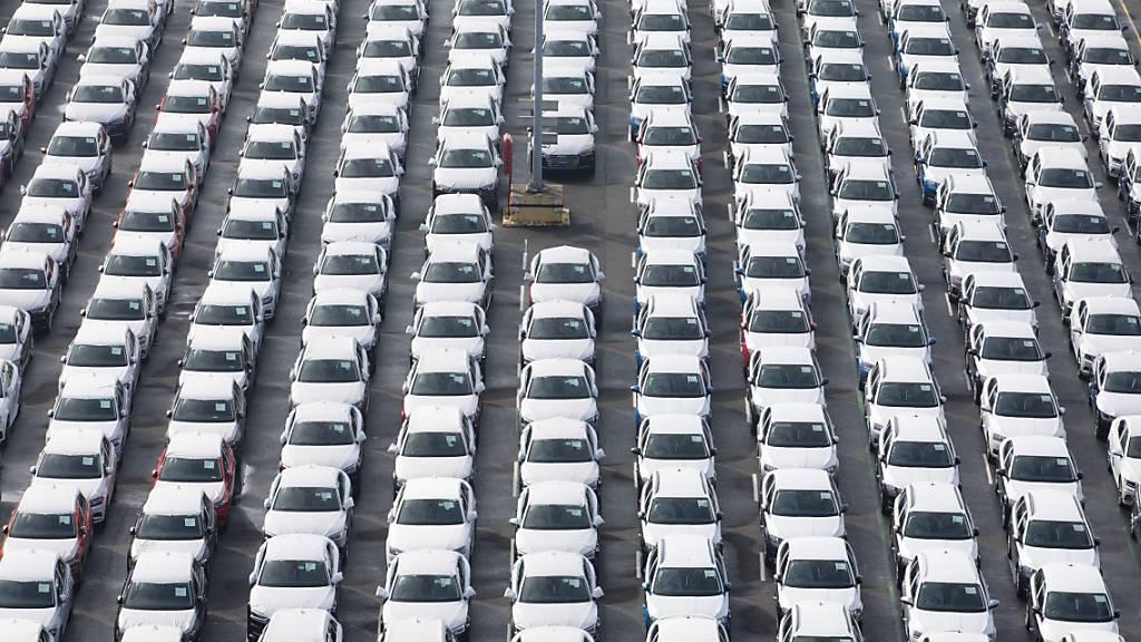 Stehen rum und werden nicht gekauft - hier Fahrzeuge des Volkswagen-Konzerns. (Archivbild)