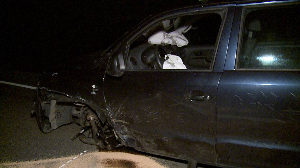 Verkehrsunfall mit drei involvierten Fahrzeugen in Dürnten (ZH)
